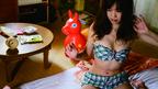 隣人の私生活を覗き合う禁断と背徳の日々――。「うさぎドロップ」の宇仁田ゆみが描く倒錯青春ラブコメディの名作、待望の映画化!
