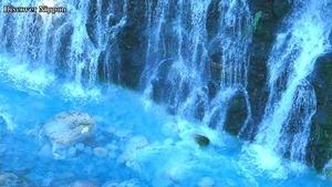 夏一番のちょー涼しさ、青い川に滝が流れる美瑛川