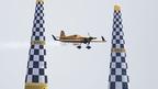 レッドブル・エアレース千葉2015=空のF1、高速プロペラ機でタイムを競う
