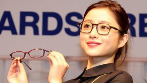 石原さとみ「もっとメガネが似合う女性に」 「第27回日本メガネベストドレッサー賞」