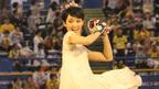 剛力彩芽、純白ドレスで始球式もノーバンならず!「ジョア カラダにしあわせ プリンセスナイター」始球式